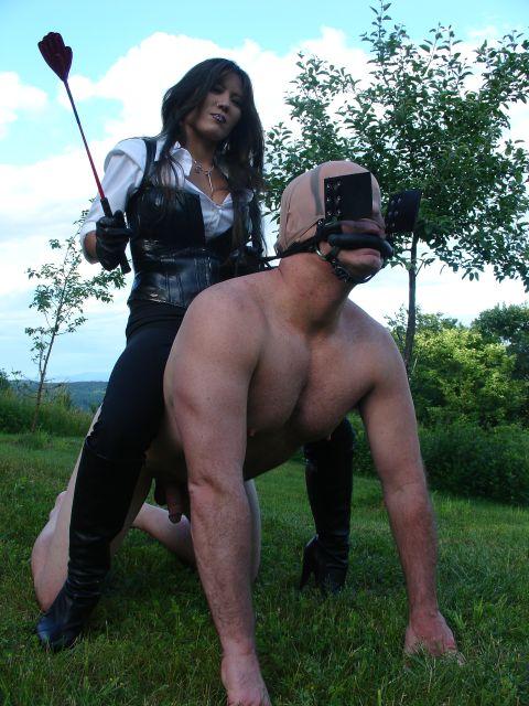 Госпожи и раб на природе, порнушка с парень